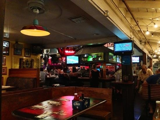 Moose McGillycuddy's - Maui : Ambiance du bar