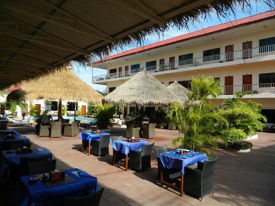Beach Club Resort: бар