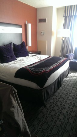 Hotel Deca: Basic room with king bed