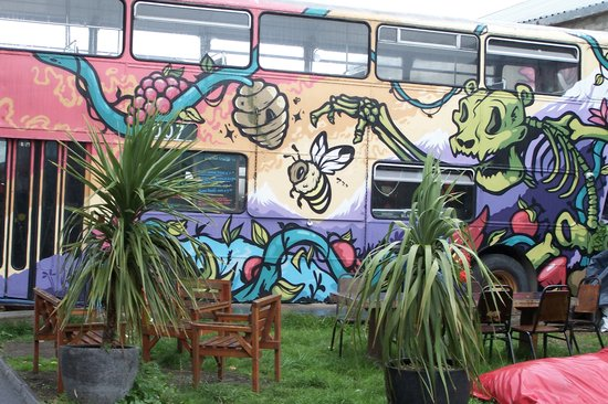 William Byrne's Bar and Guesthouse: BULA BUS