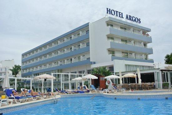 Hotel Argos : Sicht vom Pool zum Hotel