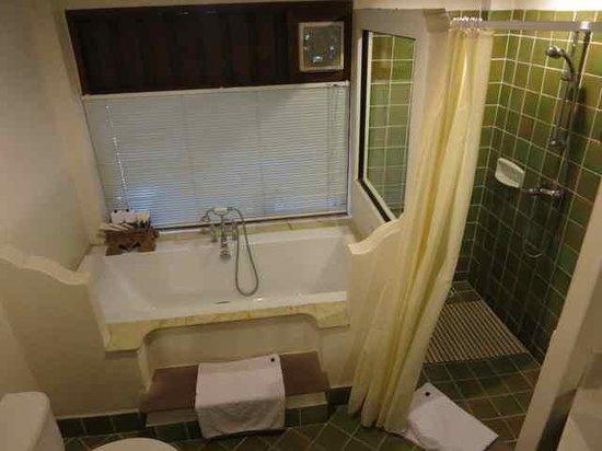 Yaang Come Village: Bathroom- Family suite