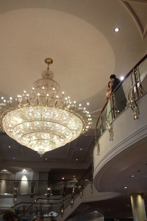 Knightsbrook Hotel & Golf Resort: Chandelier