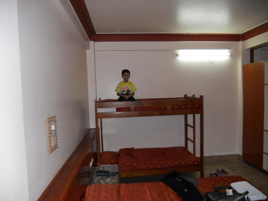 Hotel Yalana: my son really liked his bed.