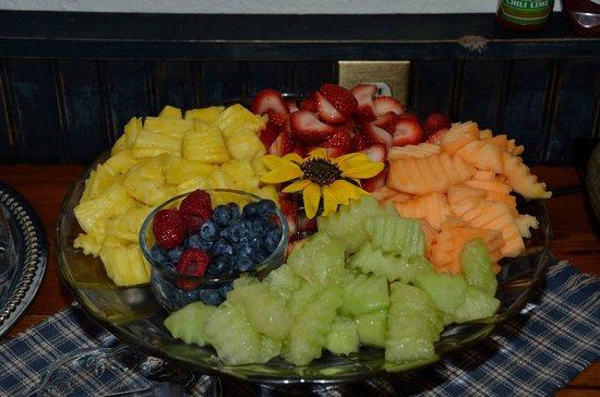 Sunflower Hill : Breakfast - terrific fruit platter