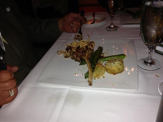 Tre Monti Ristorante: delicious veal chop