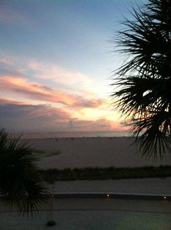 Bilmar Beach Resort: evening view