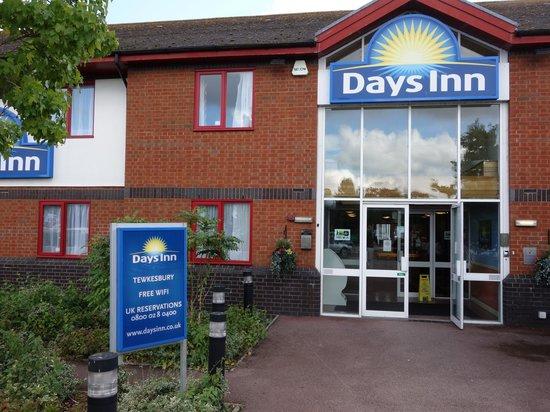 Tewkesbury Days Inn (Strensham): Free WiFi advertised in three places.
