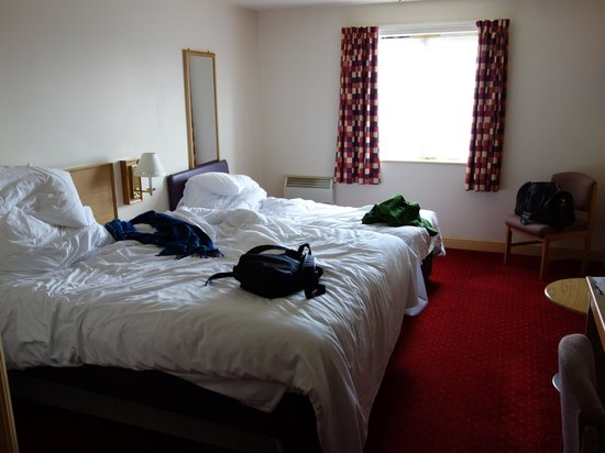 Days Inn Tewkesbury Strensham: Rooms were adequate and a little dated. Beds were hard.