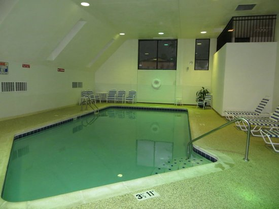 Baymont Inn & Suites Lake Dillon: Best Western - large heated indoor pool