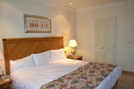 Mount Wolseley Hotel, Spa & Golf Resort: bedroom-huge bed