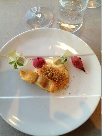 Alberto K: Turbot, grilled onions, ramson shoots & hollandaise