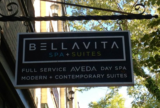 Bella Vita Spa + Suites: Sign