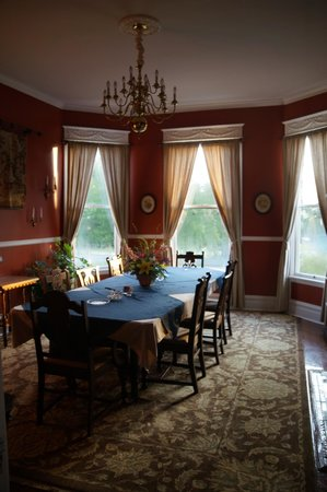 Futrell House Bed & Breakfast: Dining Room