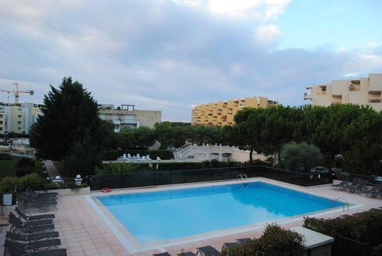 Vue sur piscine 1er tage picture of nemea residence le for Piscine cagnes sur mer