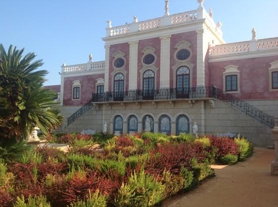 Pousada Palacio de Estoi: Gardens and Old part of hotel.