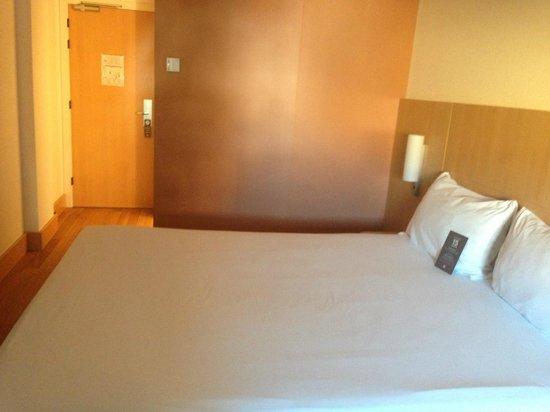 Ibis Barcelona Centro: the bed