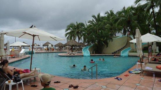 Sunscape Dorado Pacifico Ixtapa: Albercas con toboganes