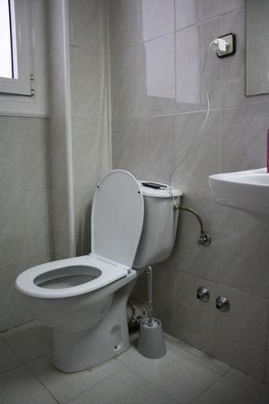 Miami Hotel : Veel stopcontacten zijn er niet, soms moet er opgeladen worden in de badkamer!