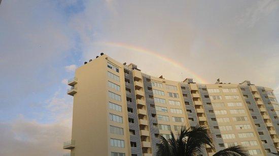 Sunscape Dorado Pacifico Ixtapa: Vista des de la habitación(El edificio no es el hotel, es el de a lado)