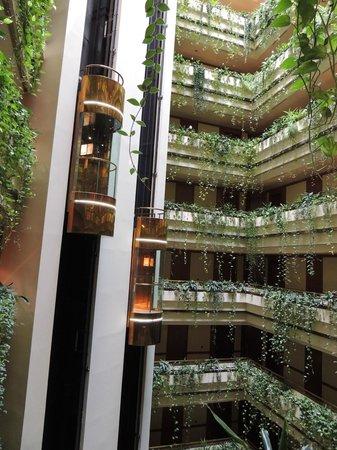 Eurostars Gran Hotel Santiago: Elevadores silenciosos