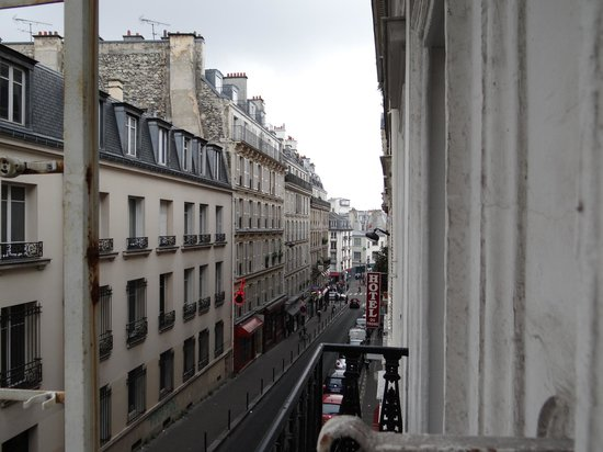 Luxelthe : View of the street from hotel windows
