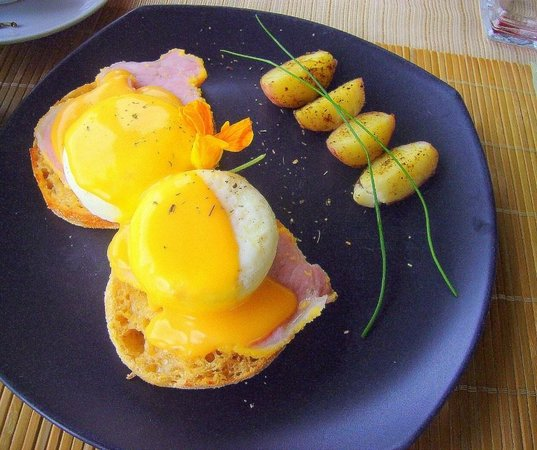 The Del Ray B&B: Canadian eggs benny with cheddar sauce