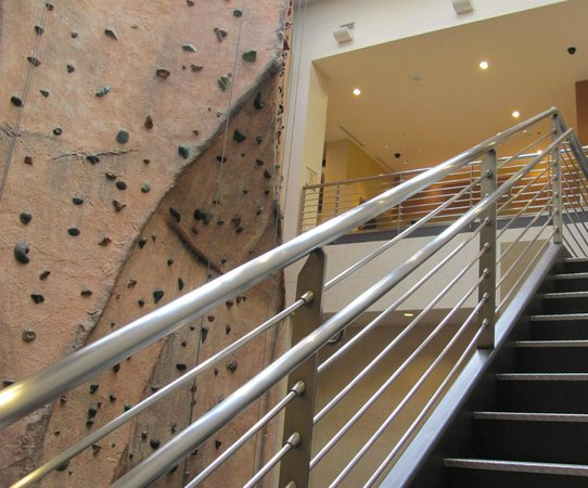 Canyon Ranch SpaClub - Las Vegas: Stairs down towards the Exercise Facilities with the 40 ft RockWall to the Right
