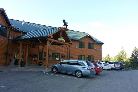 Gateway Inn: Rooms facing Rt 34 towards park get parking lot view
