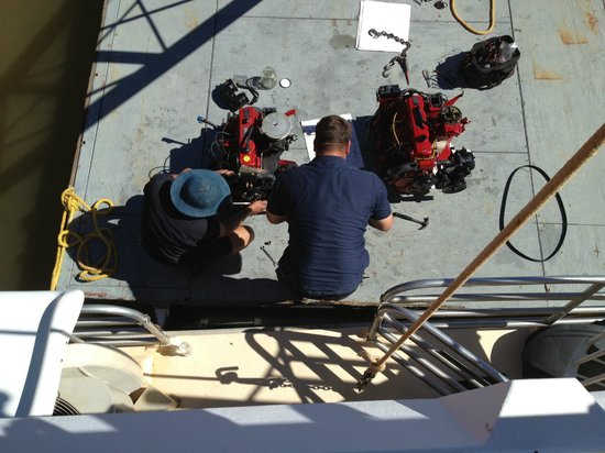 Silverthorn Resort : Engine being replaced on day 2