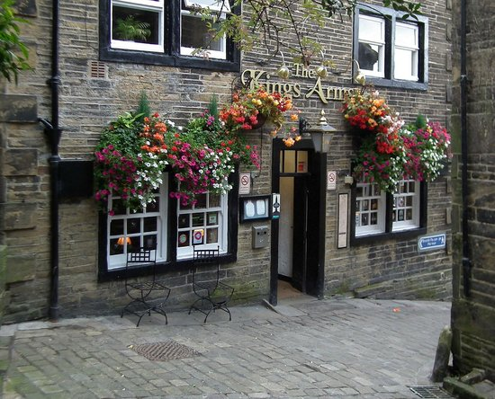 The Kings Arms: The front door, on the approach roud to all things 'Bronte'.