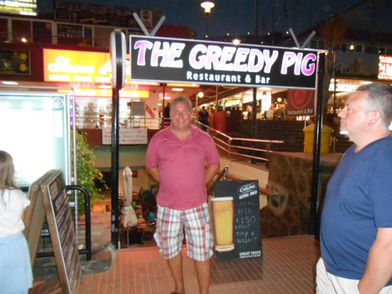 The Greedy Pig : Stuffed and ready to party