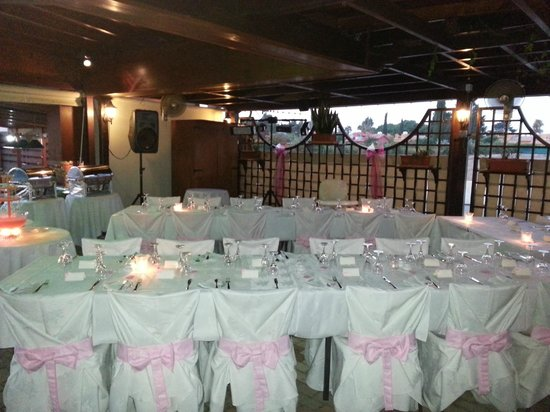The Garden of Eden Restaurant: Table set up