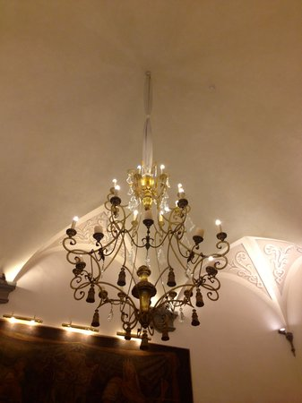 Golden Tower Hotel & Spa: Light in lobby - beautiful