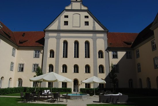 Kloster Holzen Hotel: Central Cloister of Hotel