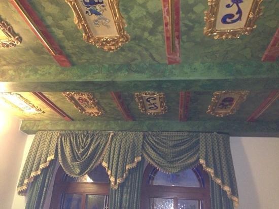 Hotel Royal Ricc : Amazing ceiling!