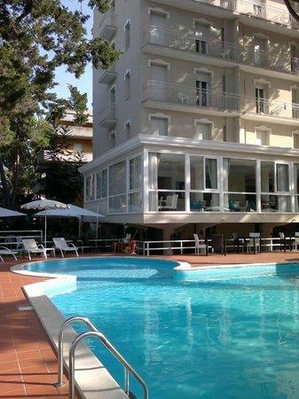 Color San Marco Yacht Hotel Mi.Ma : Piscina di giorno