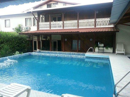 Swan's Cay Hotel: Esta es la zona de la piscina.