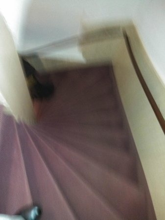 Hotel Amadeus: steep stairwell - entry