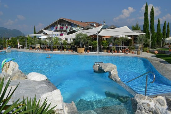 Hotel Weinegg: piscina esterna