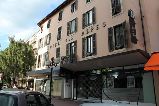 Street view of Hotel des Alpes