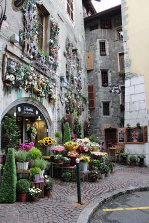 Hotel des Alpes: Annecy Old Town