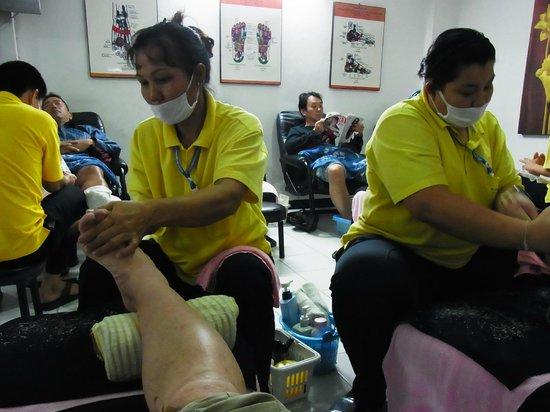 Wat Pho Thai Traditional Massage School Sukhumvit: 角質とり