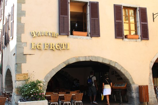 Hotel des Alpes: Taverne Le Freti; a great place to eat for Fondue