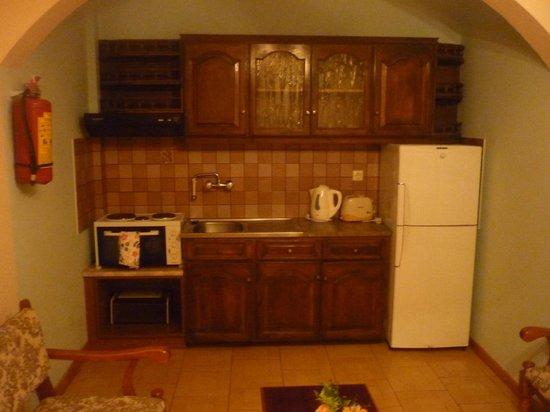 Dimitrios Apartments: Kitchen