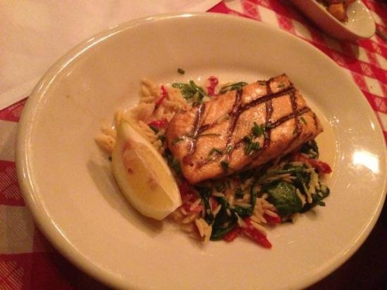 Maggiano's Little Italy : grilled salmon