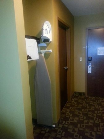 Holiday Inn Express Hotel & Suites Foley: Area with Ironing Board