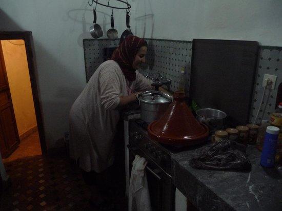 Dar Bensafi : cooking in the kitchen