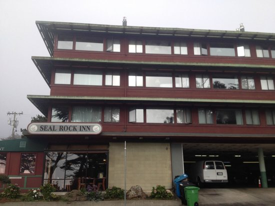 Seal Rock Inn : Outside view of Hotel