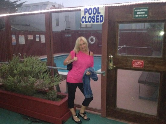Seal Rock Inn : Pool closed not happy